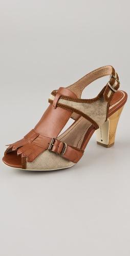 ...Frye представляет мужские и женские сапоги, ботинки и сумки из искусно.