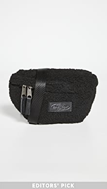 이스트팩 벨트백 Eastpak Faux Shearling Springer Waist Pack,Black