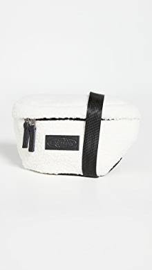 이스트팩 벨트백 Eastpak Faux Shearling Springer Waist Pack,Beige