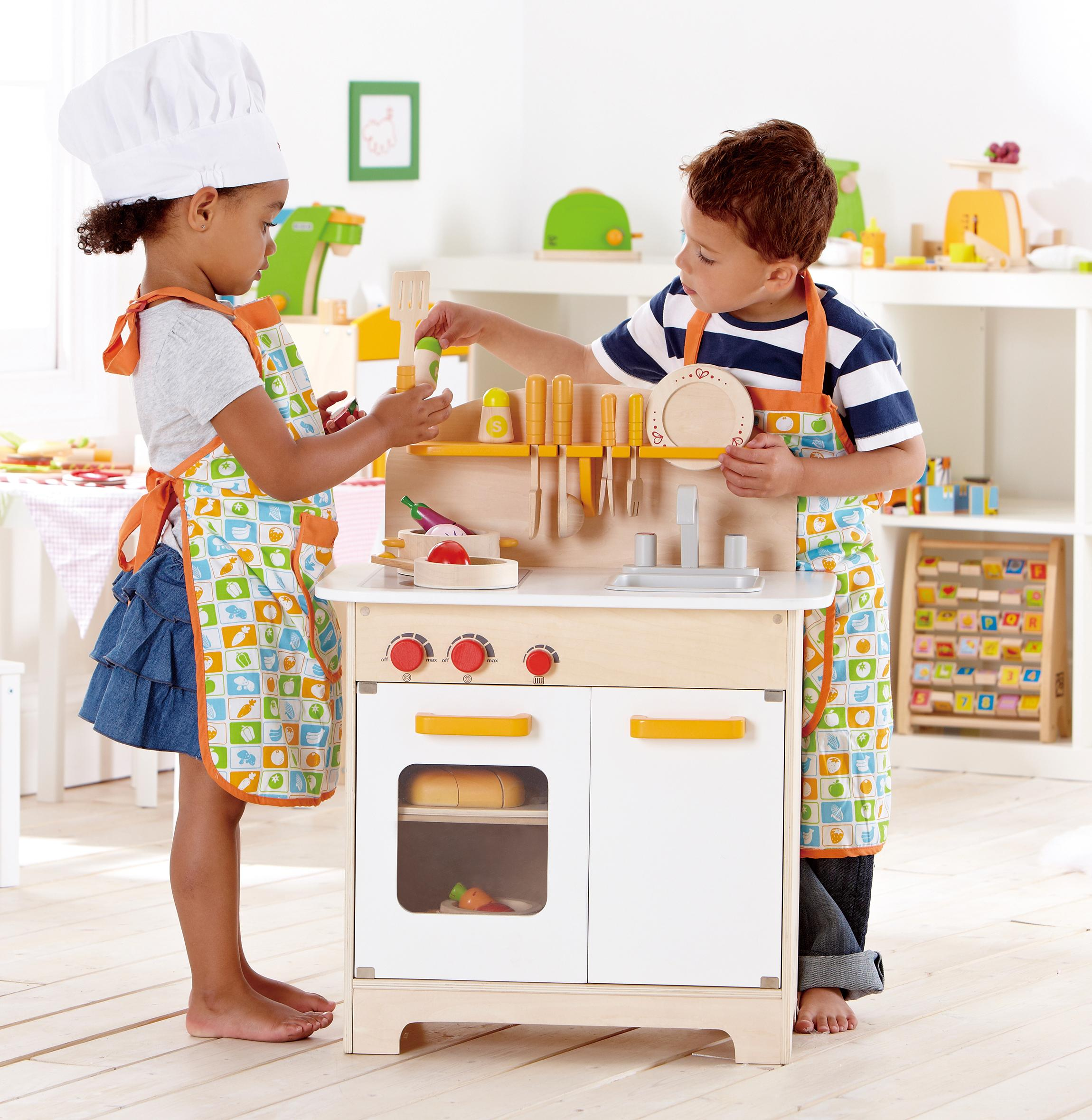 Amazon Com Hape Playfully Delicious Gourmet Kitchen