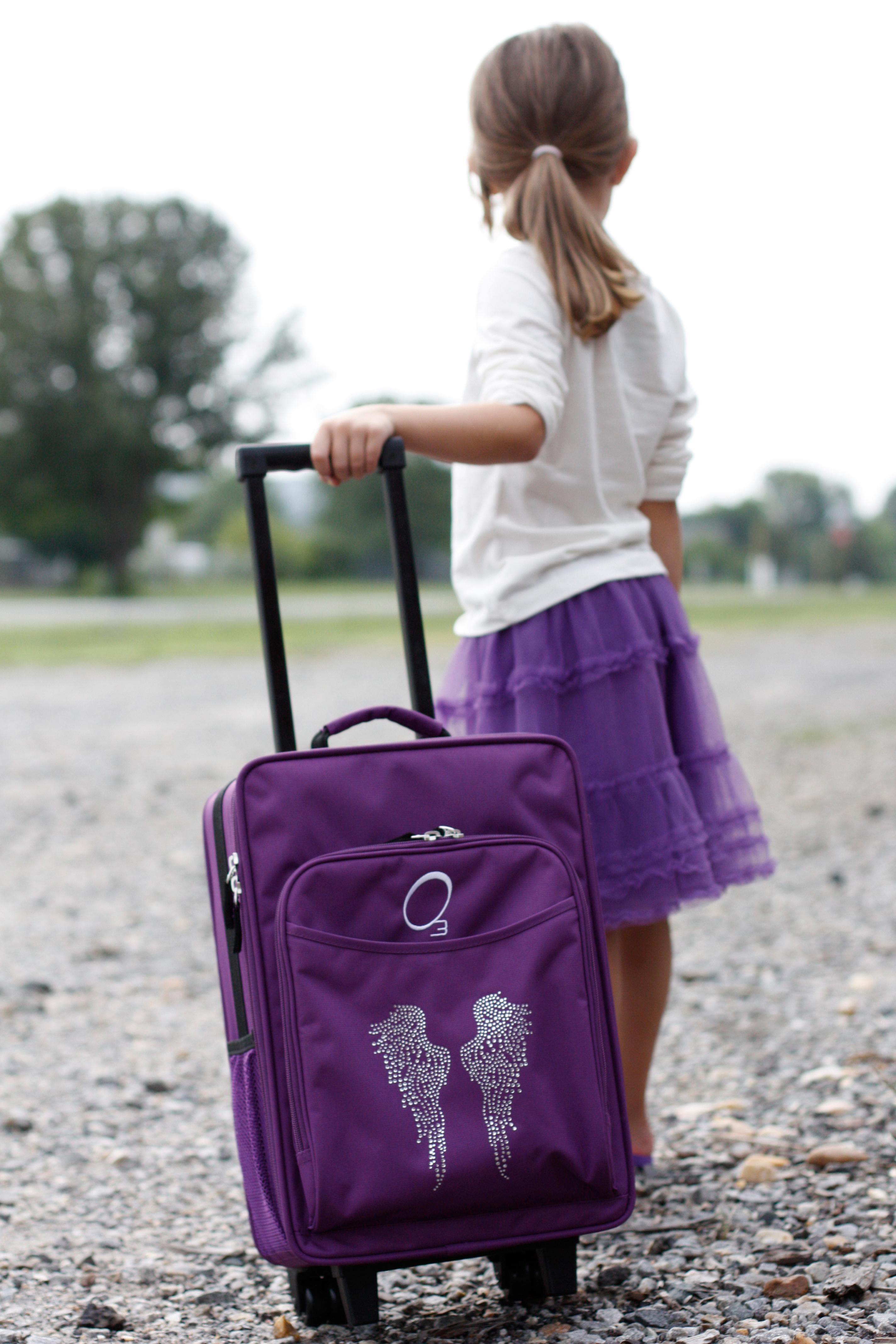 Amazon Com Obersee Kids Rolling Luggage With Integrated