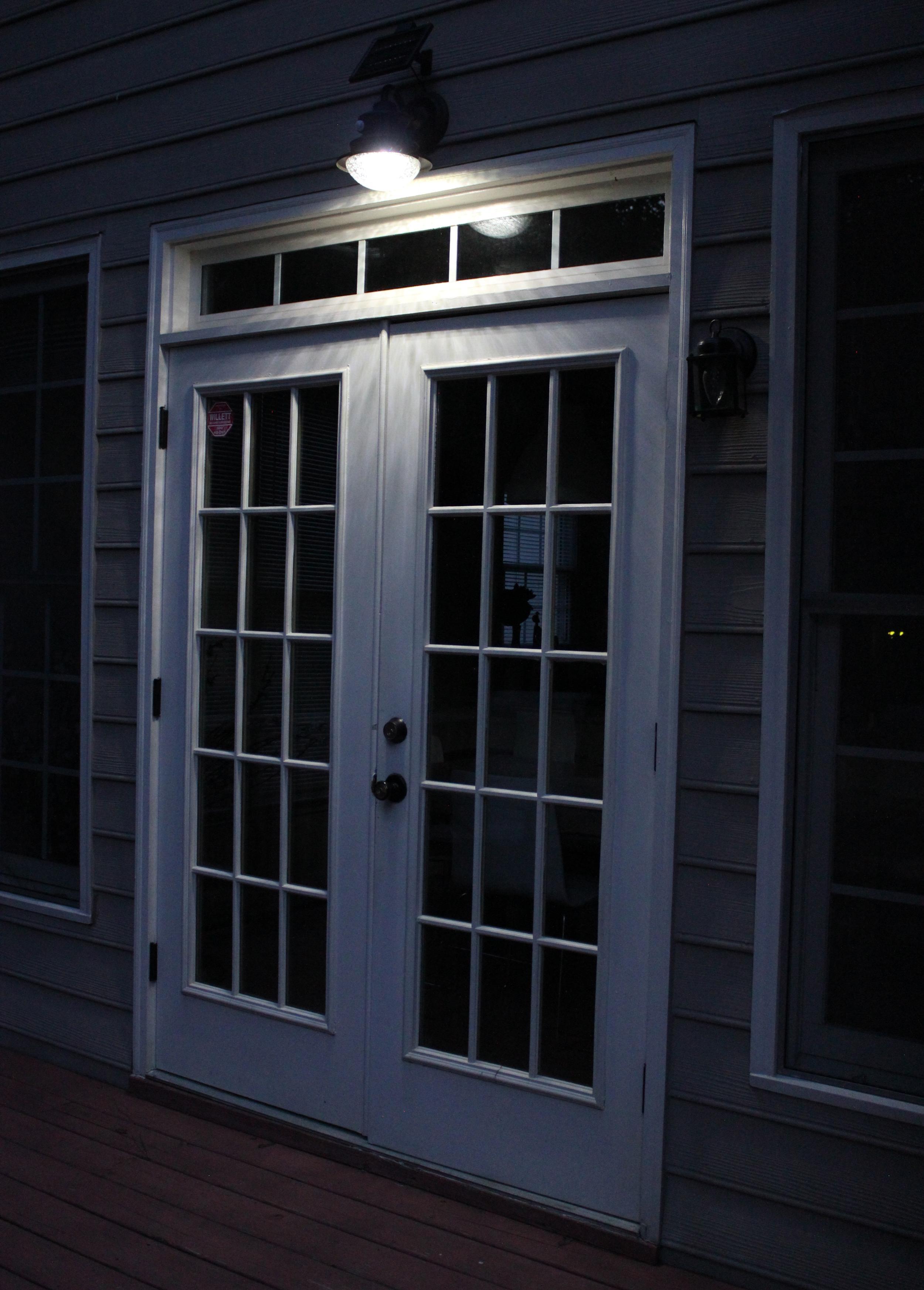Amazon Com Gama Sonic Barn Solar Outdoor Led Light