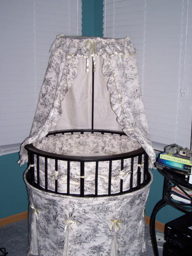 Best Price Badger Basket Elegance Round Baby Bassinet
