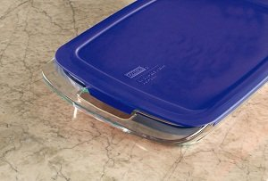 Amazon Com Pyrex Easy Grab 2 Qt Oblong With Blue Plastic